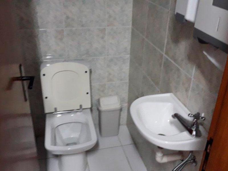 Ipiranga, Apartamento Padrão-Banheiro masculino do salão de festa.