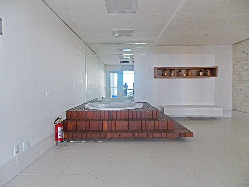 Jabaquara, Apartamento Garden-Área de lazer com banheira de hidromassagem.
