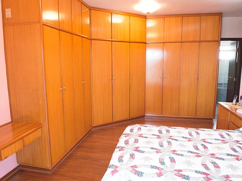 Ipiranga, Apartamento Padrão-1º suíte com piso laminado e armários planejados.