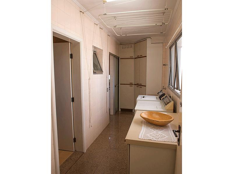Ipiranga, Apartamento Padrão-Área de serviço com piso de granito, teto com moldura de gesso e armários planejados.