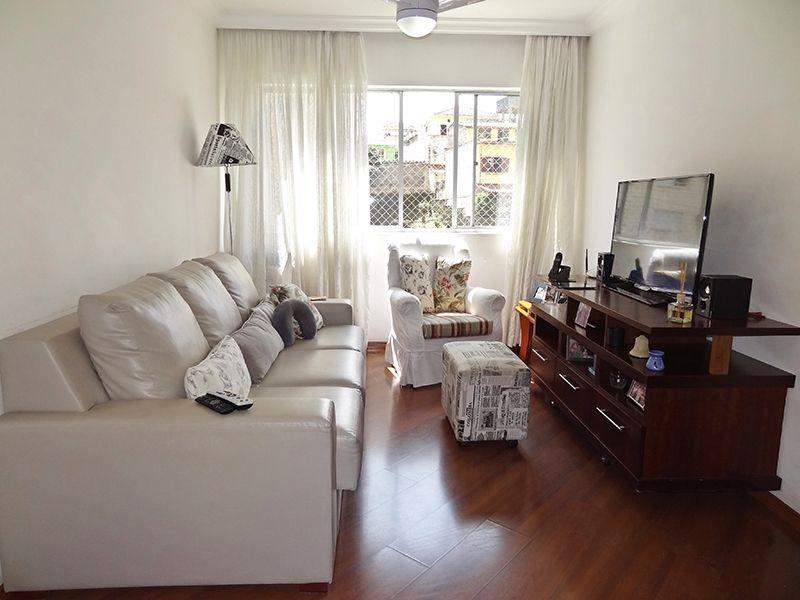 Sacomã, Apartamento Padrão-Sala em L com dois ambientes, piso laminado, teto com moldura de gesso e cortineiro.