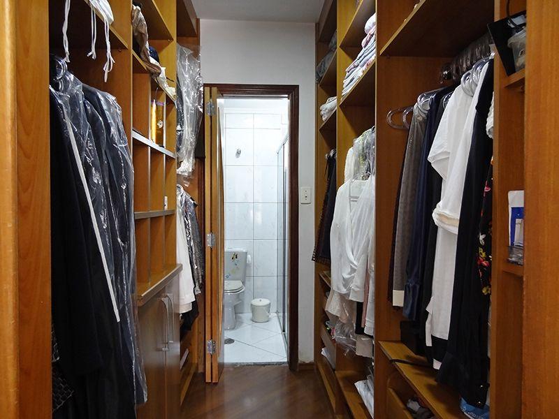 Sacomã, Apartamento Padrão-Closet e banheiro da suíte feitos a partir do terceiro dormitório.
