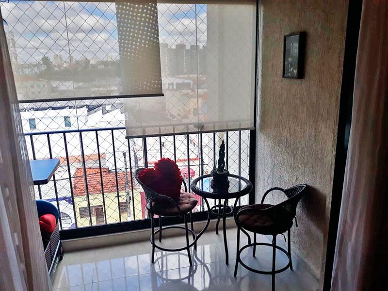 Ipiranga, Apartamento Padrão-Varanda com piso de porcelanato, fechamento de vidro e tela de proteção.