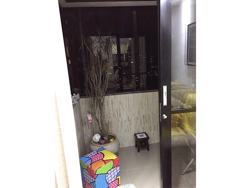 Sacomã, Apartamento Padrão-Sacada envidraçada e piso de porcelanato.