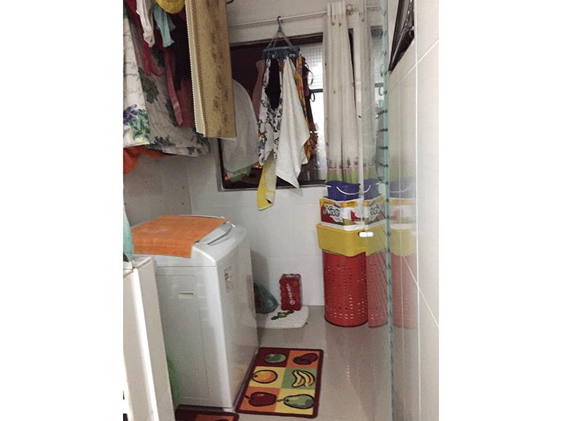 Sacomã, Apartamento Padrão-Área de serviço com piso de porcelanato.