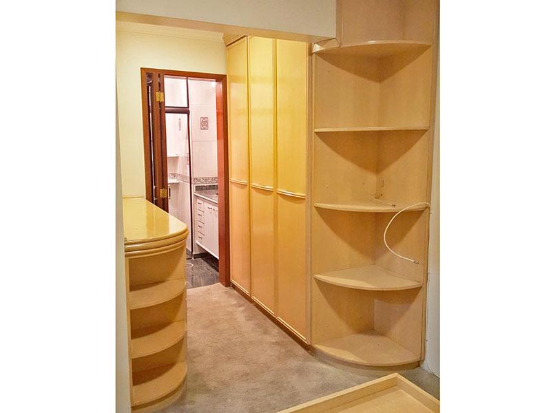 Jabaquara, Cobertura Duplex-Suíte com piso de carpete, sanca de gesso e armários planejados.