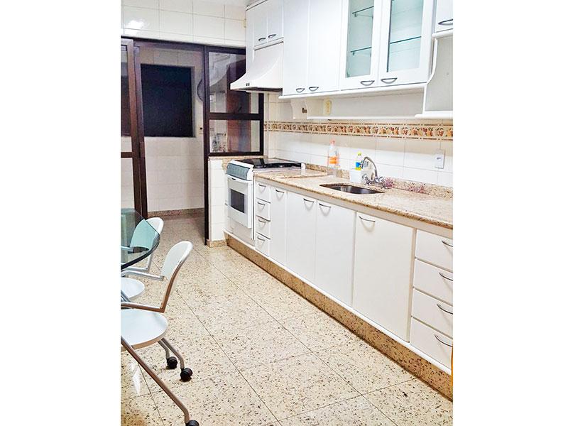 Jabaquara, Cobertura Duplex-Cozinha com piso de cerâmica e armários planejados.