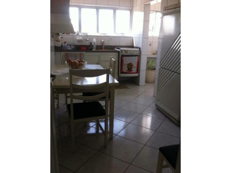 Ipiranga, Apartamento Padrão-Cozinha com piso de cerâmica, pia de granito e gabinete.