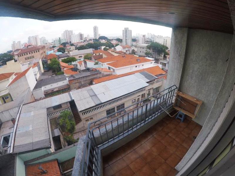 Sacomã, Apartamento Padrão-Sacada com piso de cerâmica e teto de madeira.