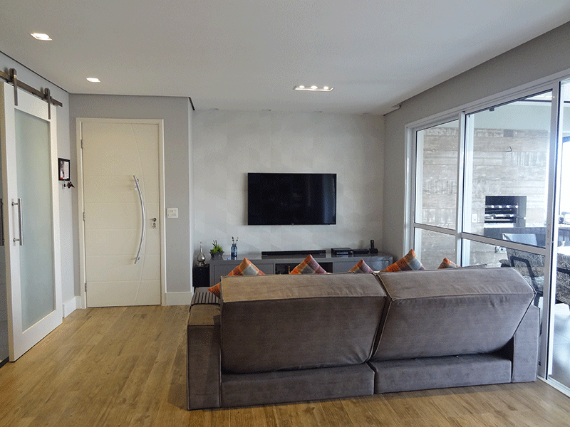 Ipiranga, Apartamento Padrão-Sala em L com piso de vinílico, teto rebaixado, iluminação embutida, ar condicionado e acesso à varanda gourmet.