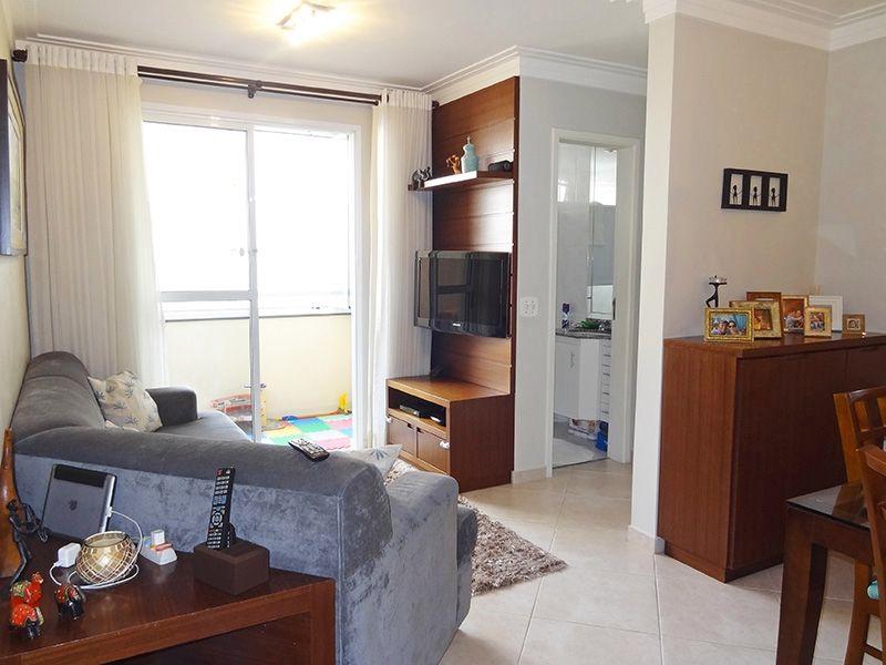 Jabaquara, Apartamento Padrão - Sala em L com piso de porcelanato, teto com moldura de gesso e acesso a sacada.