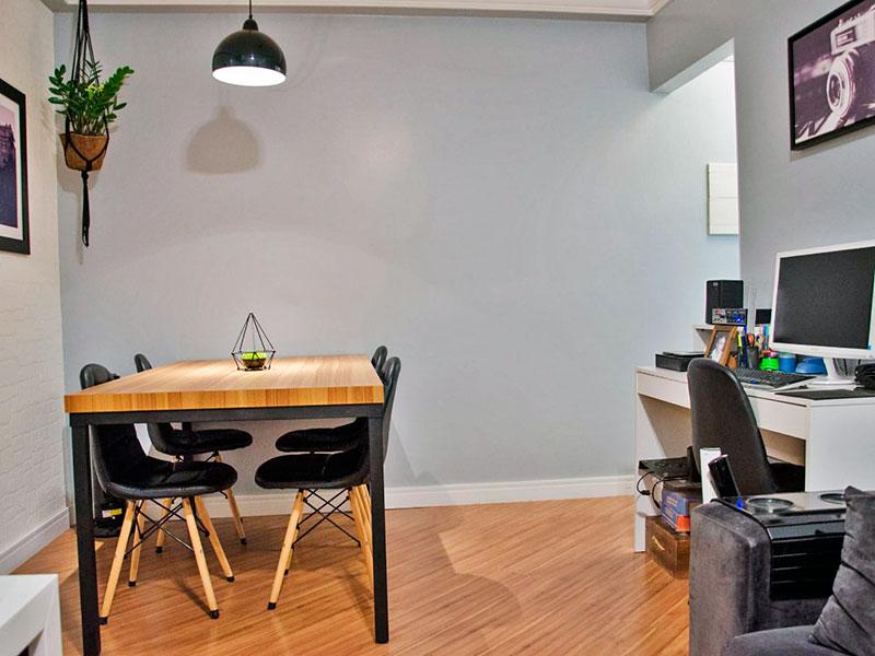 Ipiranga, Apartamento Padrão-Sala com piso laminado, teto com sanca de gesso e acesso a varanda.