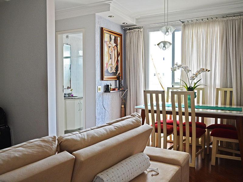 Jabaquara, Apartamento Padrão - Sala integrada com o Hall, com piso de laminado, teto com sanca de gesso, iluminação embutida e acesso a varanda.