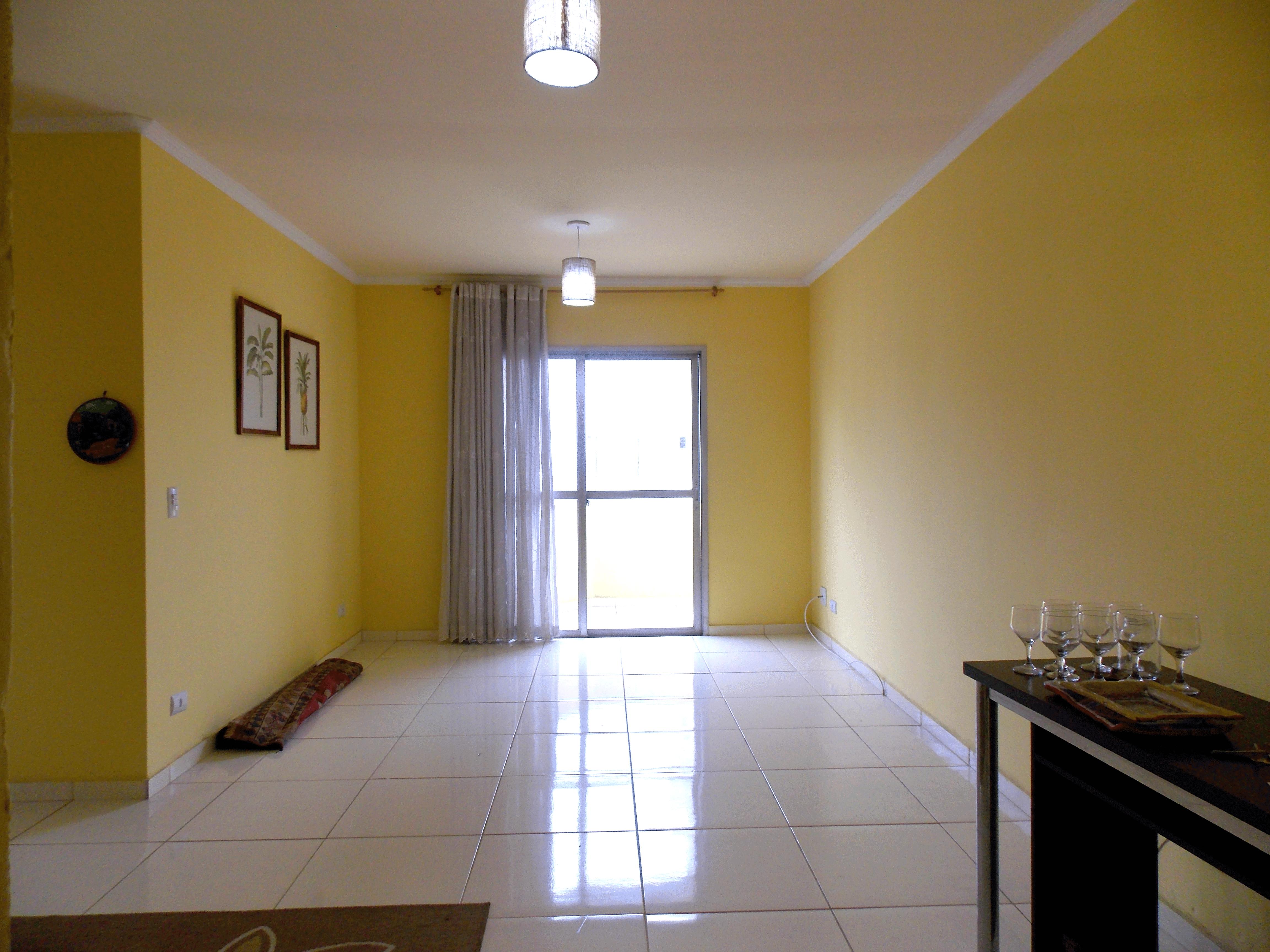 Jabaquara, Apartamento Padrão - Sala em L com piso de cerâmica, teto com moldura de gesso e acesso à sacada.