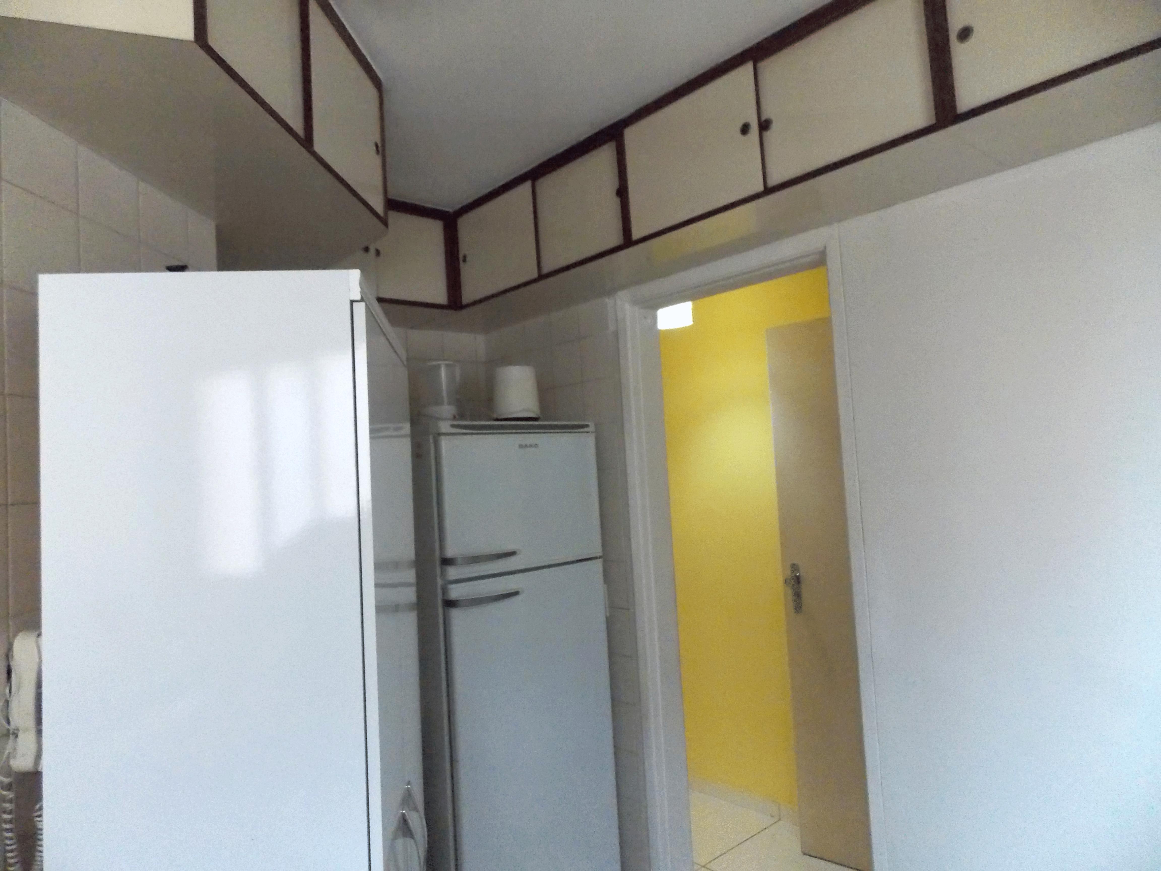Jabaquara, Apartamento Padrão-Cozinha com piso de cerâmica, ventilação externa, pia de mármore com gabinete e armários planejados.