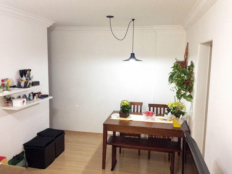 Sacomã, Apartamento Padrão-Sala retangular com dois ambientes, piso laminado e teto com moldura de gesso.