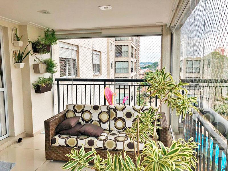 Jabaquara, Apartamento Padrão-Varanda gourmet com piso de porcelanato, teto com sanca de gesso, iluminação embutida, gabinete, pia de granito, fechamento de vidro e tela de proteção.