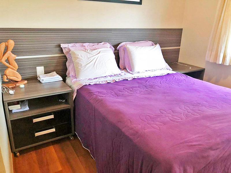 Jabaquara, Apartamento Padrão-Suíte com piso de laminado, teto com moldura de gesso, iluminação embutida, armários planejados e closet.