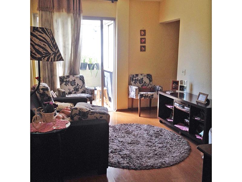 Jabaquara, Apartamento Padrão - Sala com dois ambientes, piso laminado e acesso à sacada.