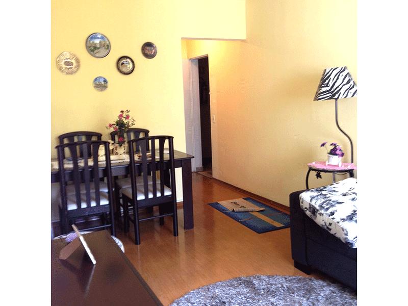 Jabaquara, Apartamento Padrão-Sala com dois ambientes, piso laminado e acesso à sacada.
