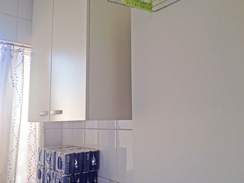Sacomã, Apartamento Padrão-Área de serviço com piso de cerâmica, armário e aquecedor de passagem.