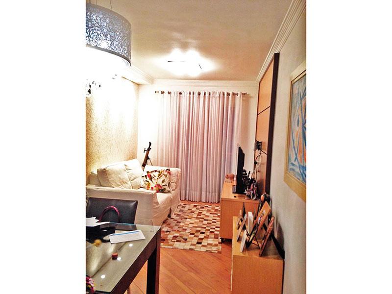 Jabaquara, Apartamento Padrão - Sala com piso de laminado, teto com moldura de gesso e acesso a varanda.