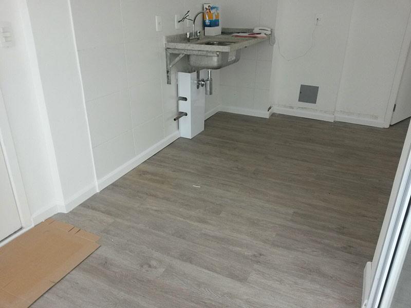 Ipiranga, Cobertura Penthouse-Cozinha com piso laminado e pia de granito.