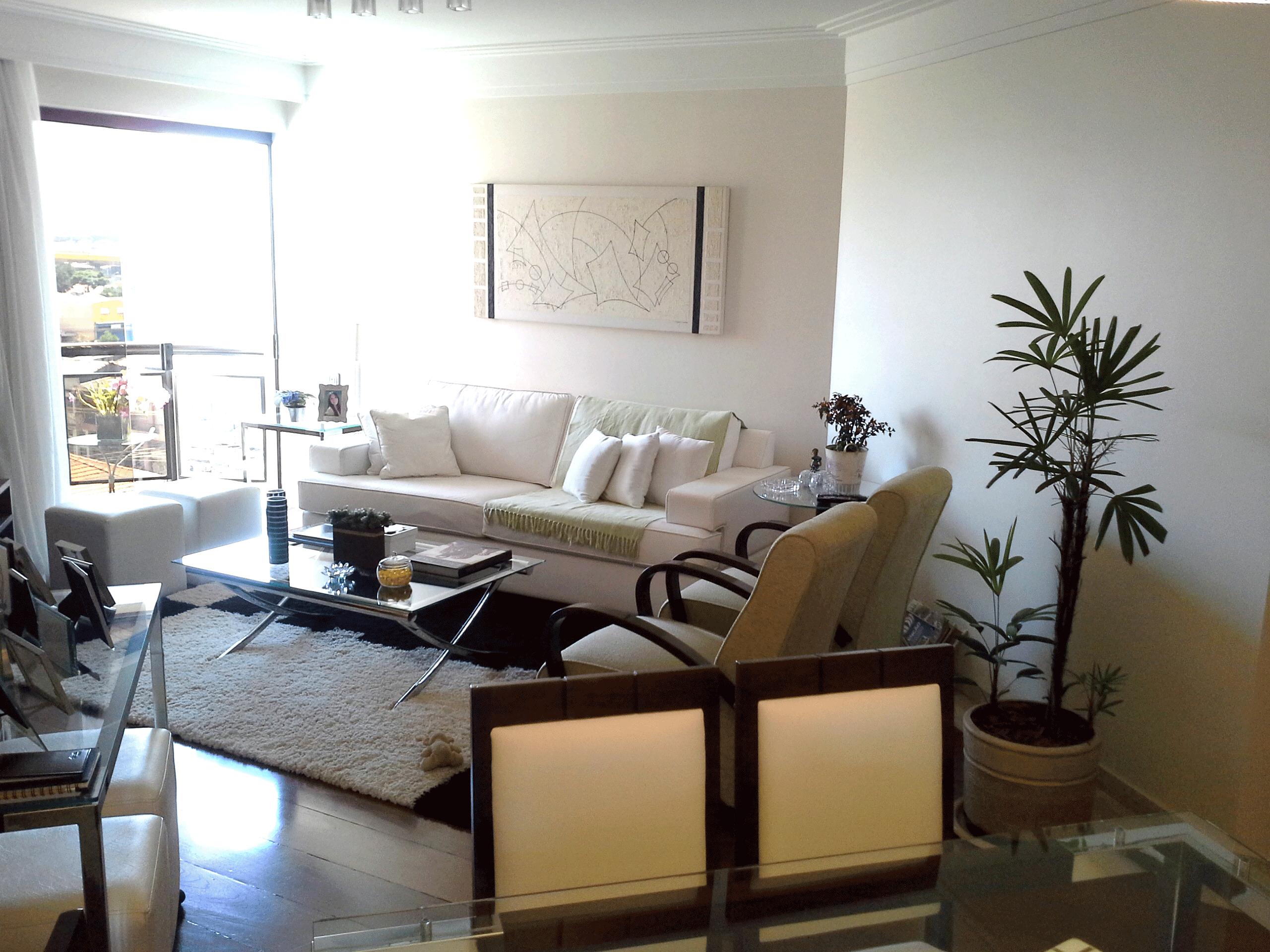 Ipiranga, Apartamento Padrão-Sala em L com dois ambientes, piso de madeira, moldura de gesso e sacada.