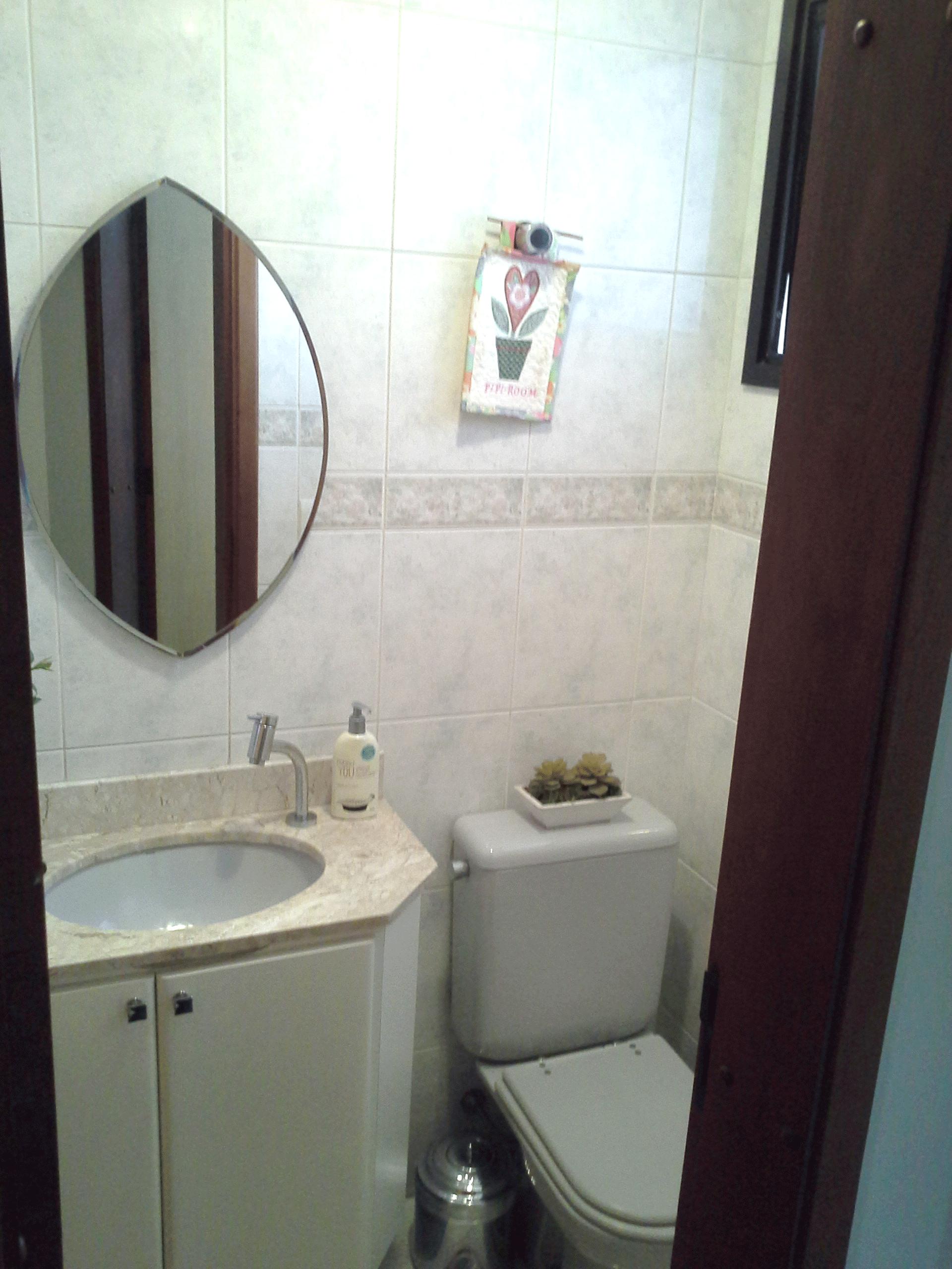 Ipiranga, Apartamento Padrão-Lavabo com pia de mármore com gabinete.