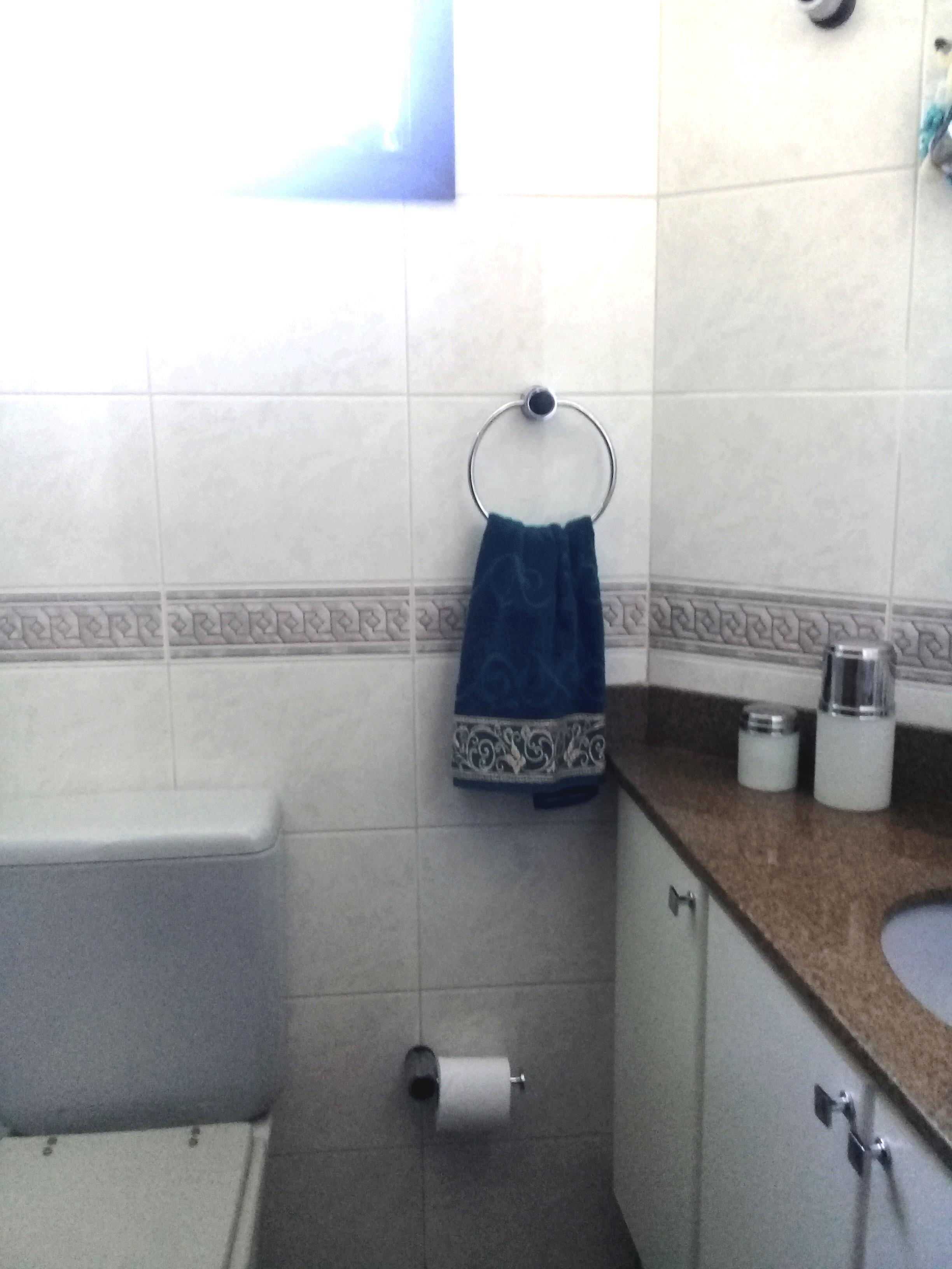 Ipiranga, Apartamento Padrão-Banheiro da suíte com box de vidro e pia de granito com gabinete.