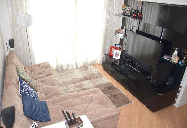 Sacomã, Apartamento Padrão-Sala retangular ampliada com dois ambientes e piso laminado.