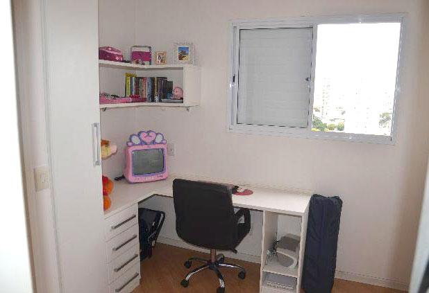 Sacomã, Apartamento Padrão-3º dormitório utilizado como escritório, com piso laminado e armário planejado.