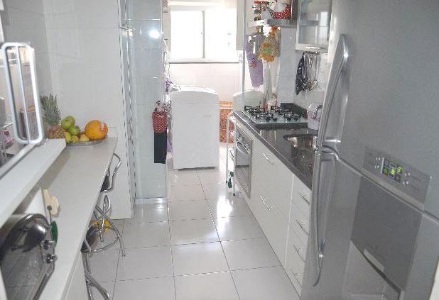 Sacomã, Apartamento Padrão-Cozinha com armário planejado e pia de granito.