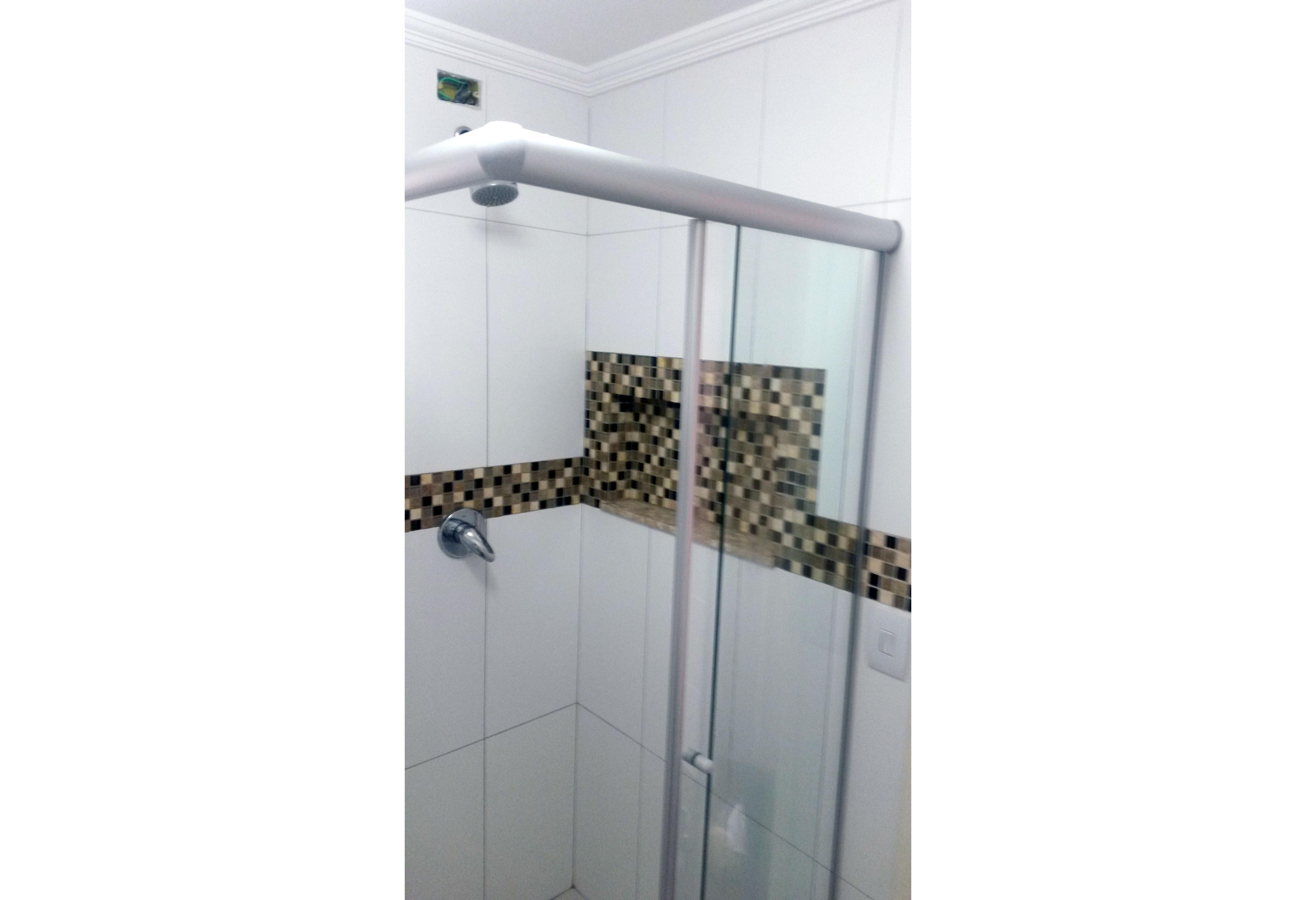 Jabaquara, Apartamento Padrão-Banheiro social com box de vidro e pia com bancada de vidro e cuba sobreposta
