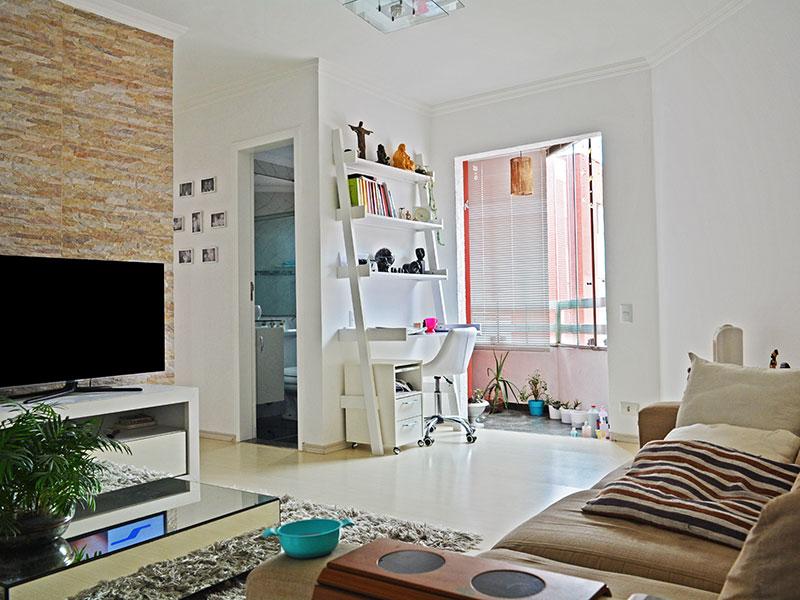 Jabaquara, Apartamento Padrão - Sala com piso de laminado e acesso a varanda.