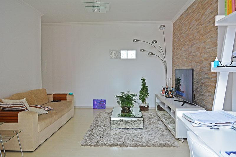 Jabaquara, Apartamento Padrão-Sala com piso de laminado e acesso a varanda.