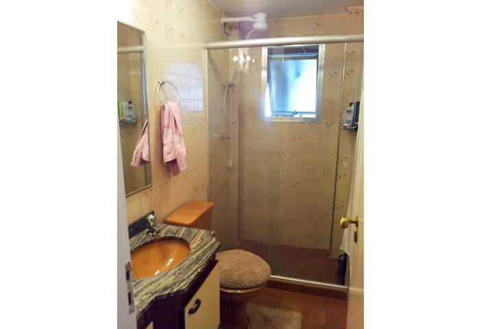 Jabaquara, Apartamento Padrão-Banheiro social com box de vidro e pia de mármore e gabinete