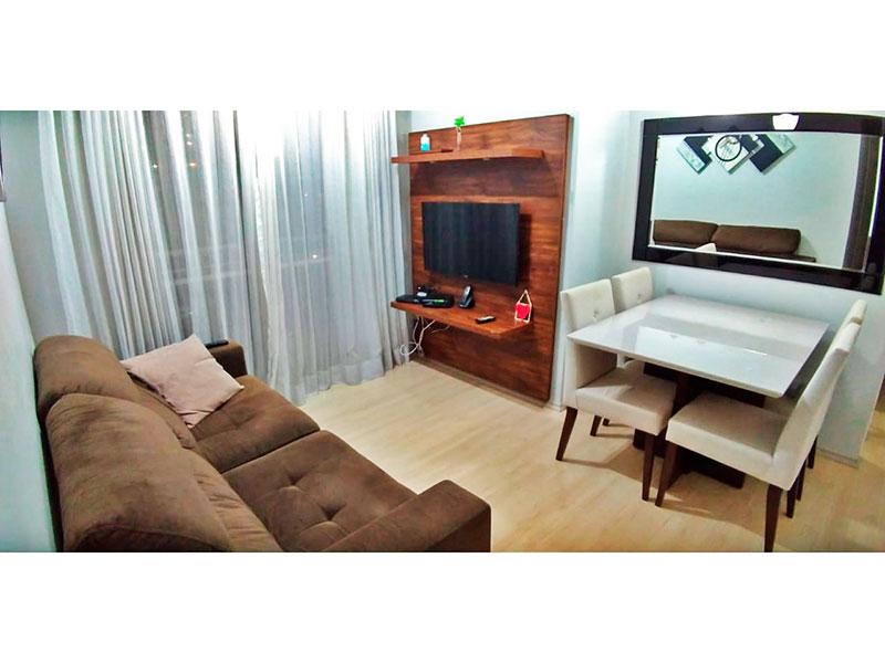 Sacomã, Apartamento Padrão - Sala em L com piso de laminado, teto com moldura de gesso a acesso a varanda.