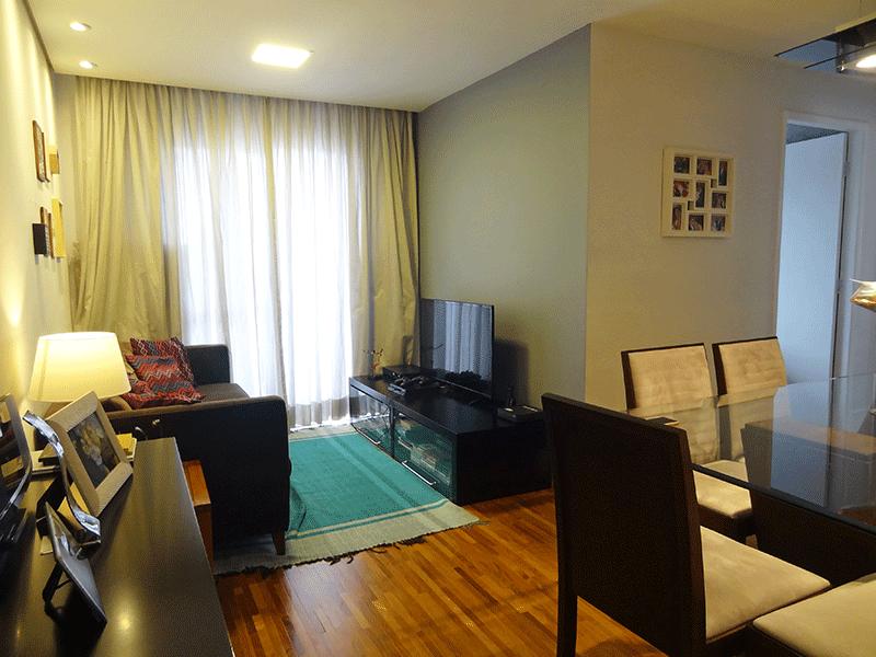 Jabaquara, Apartamento Padrão - Sala em L com piso de madeira, teto rebaixado, iluminação embutida e acesso à varanda.