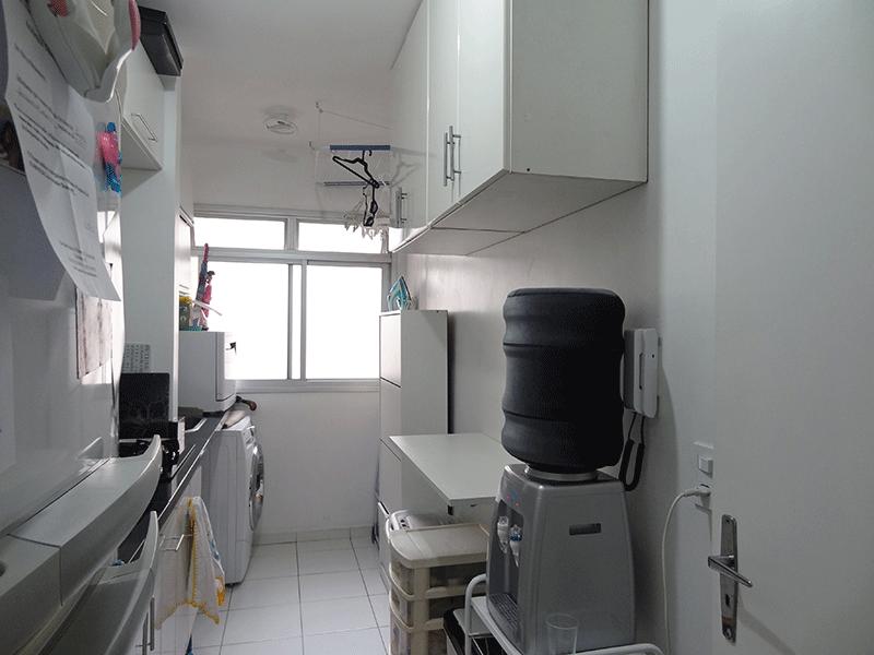 Jabaquara, Apartamento Padrão-Cozinha integrada com área de serviço com piso de cerâmica, pia de granito com gabinete e armários modular.