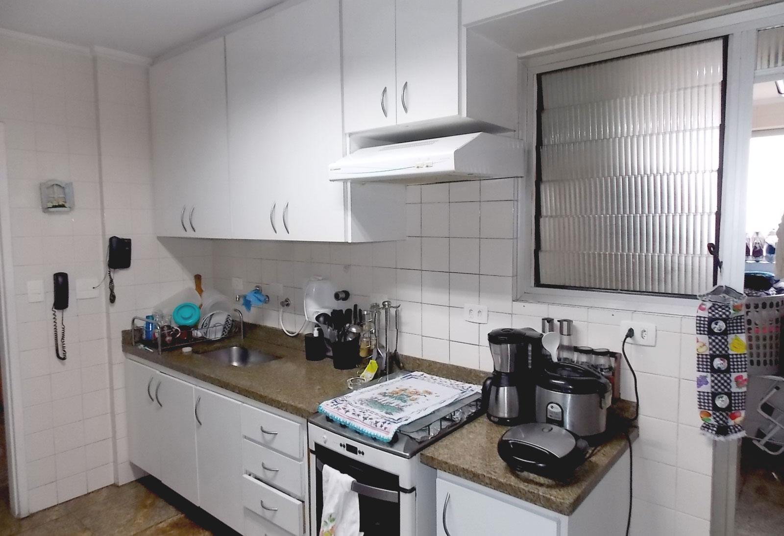 Sacomã, Apartamento Padrão-COZINHA COM PISO DE PORCELANATO, ARMÁRIOS, PIA DE GRANITO E DIVISÓRIA DE PORTA DE VIDRO PARA ÁREA DE SERVIÇO