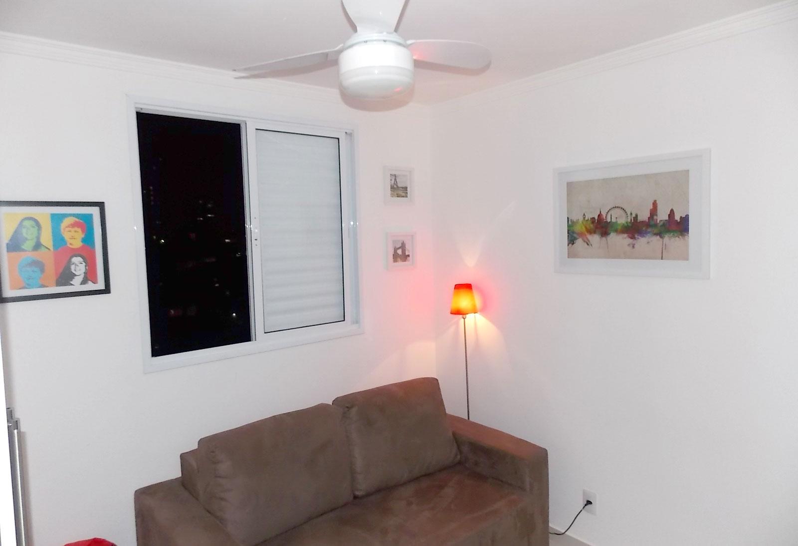 Sacomã, Apartamento Padrão-2º dormitório com piso de porcelanato, armários planejados e teto com moldura de gesso.