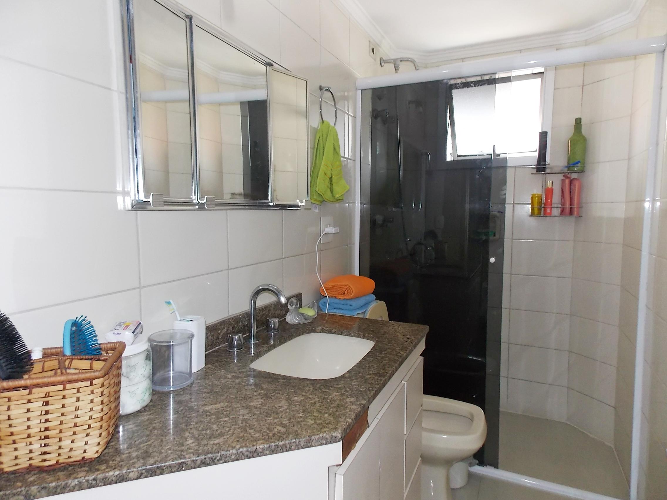 Jabaquara, Apartamento Padrão-Banheiro social com box de vidro, pia de granito e gabinete