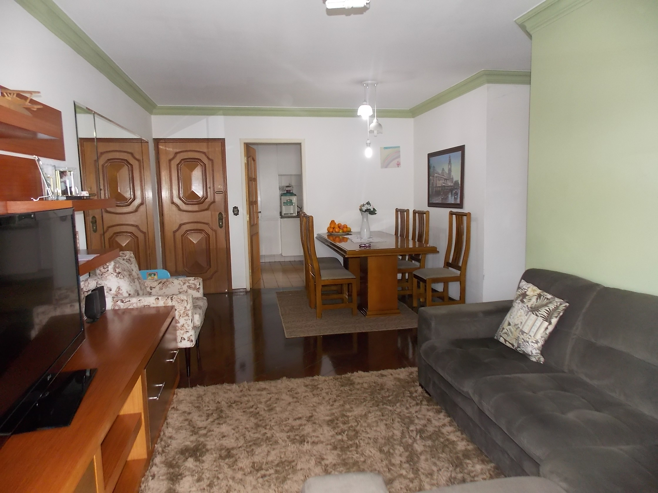 Jabaquara, Apartamento Padrão-Sala em L com dois ambientes, piso de madeira, teto com moldura de gesso e acesso à varanda
