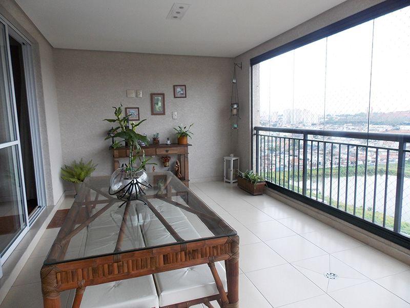 Jabaquara, Apartamento Padrão-Varanda envidraçada com piso de cerâmica, teto rebaixado com iluminação embutida e tela de proteção.