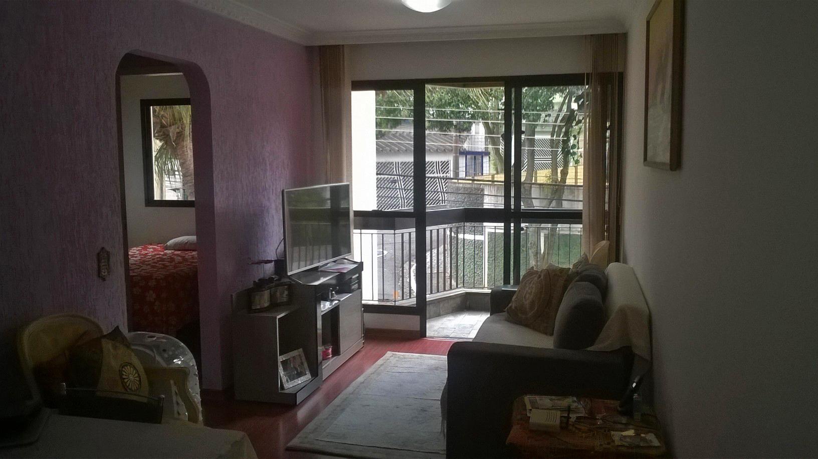 Jabaquara, Apartamento Padrão - Sala retangular com dois ambientes, piso de madeira, teto com moldura de gesso e acesso à varanda