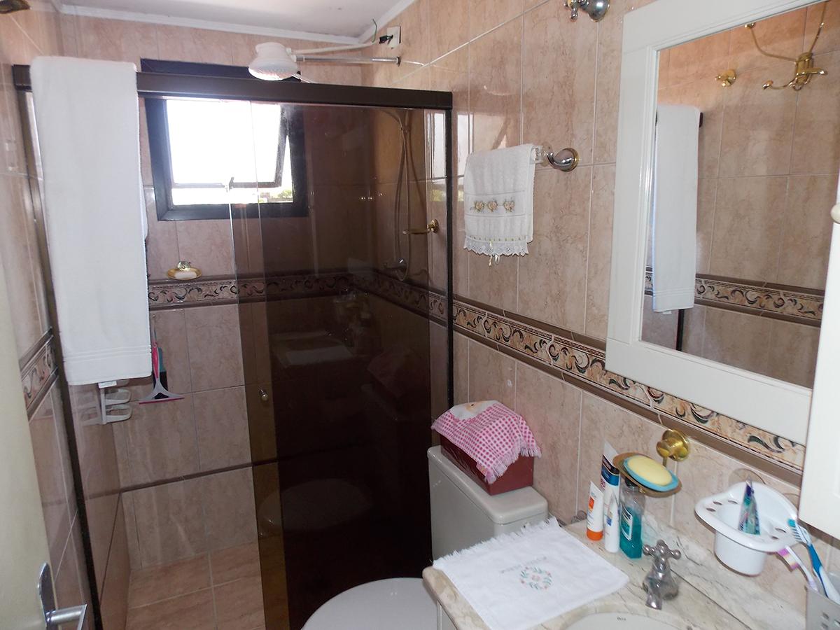Jabaquara, Apartamento Padrão-Banheiro social com piso de cerâmica, box de vidro e pia de granito com gabinete