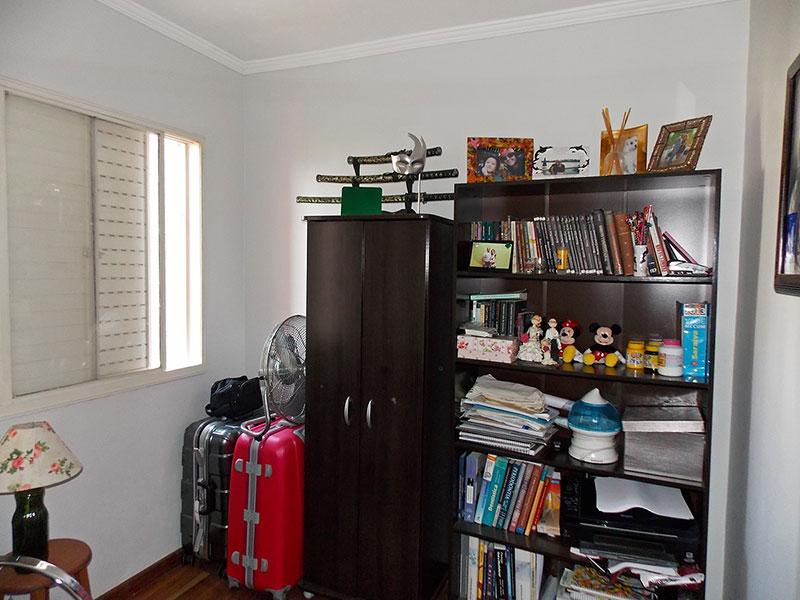 Jabaquara, Apartamento Padrão-3º Opcional com piso de madeira e teto com moldura de gesso.