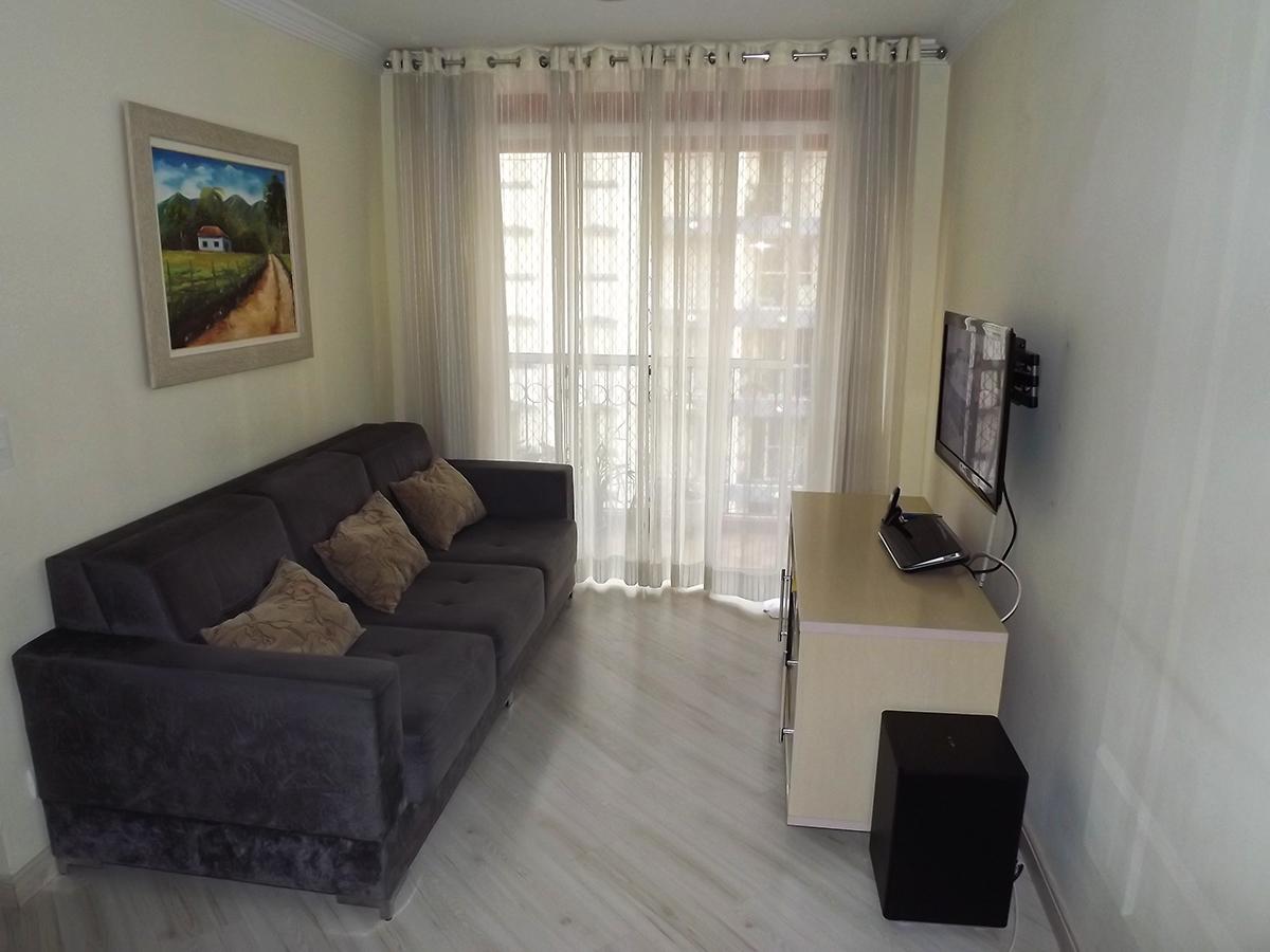 Sacomã, Apartamento Padrão-Sala retangular com piso laminado, teto com moldura de gesso e acesso à varanda