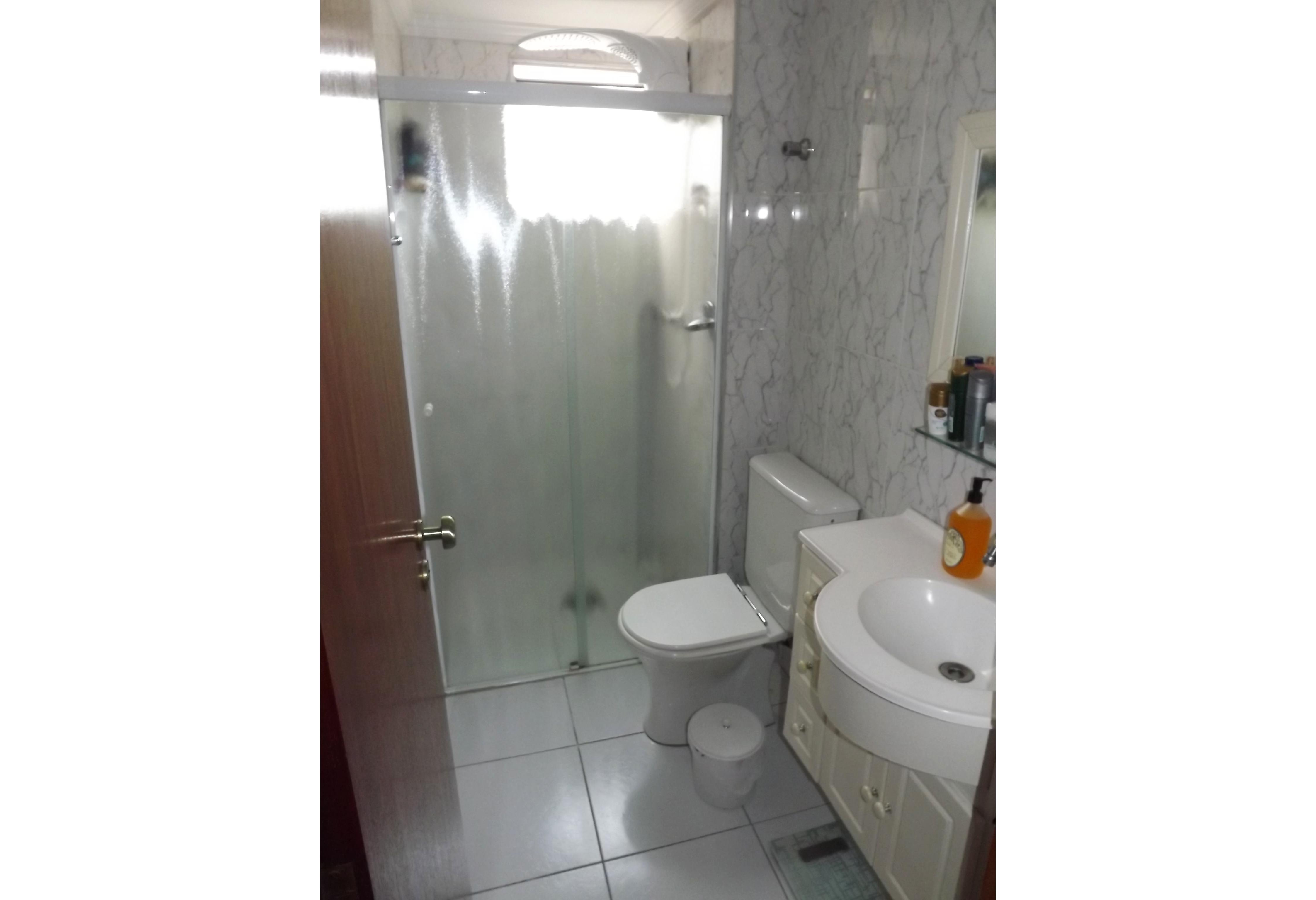 Sacomã, Apartamento Padrão-Banheiro social com piso de cerâmica, box de vidro e pia de plástico